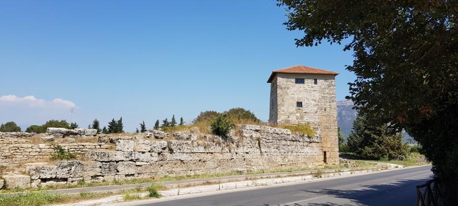 Paestum mura.jpg